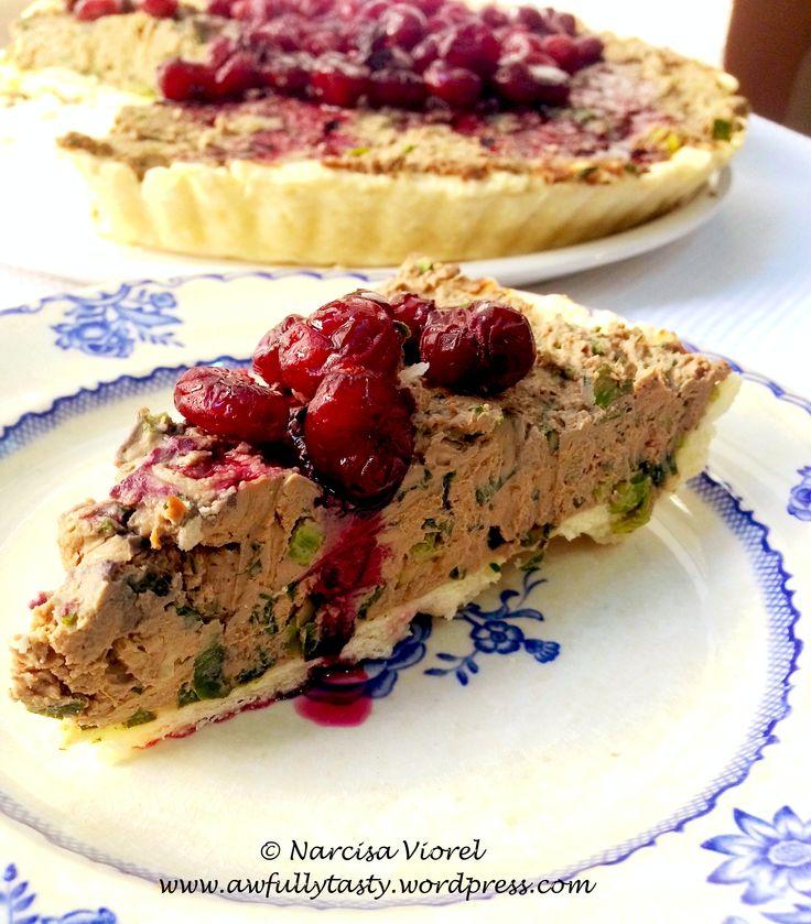 Tartă cu pateu de ficat facut in casa si merisoare.  Liver tart with cranberry sauce.