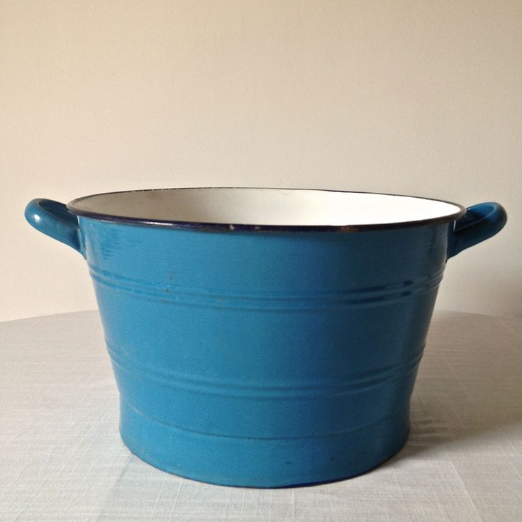 Enamel bucket / bowl from Eastern Europe. Perfect around the home and garden! www.thecleverhampercompany.co.uk