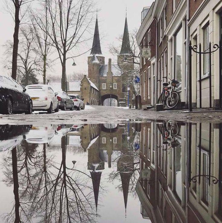 Oostpoort Delft. Foto: Alyssa van Heyst. #puddlegram