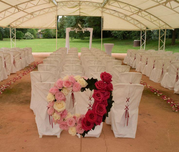 Même en abris de la pluie, un mariage reste un souvenir tellement beau...