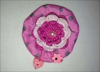 MADRES HIPERACTIVAS: Broche con Flor de Ganchillo y Flor Yo-yo