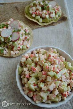 Ensalada de surimi (kanikama o palitos de cangrejo). En tostadas o tortillas de jícama. Muy fresca, sencilla, deliciosa y rápida!