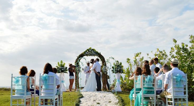 Love Kiss on the Cliff - New Kuta Golf Cliff Wedding Package