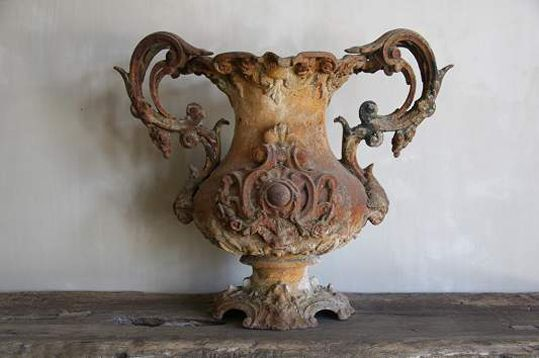 rusted urn - so French and so divine!