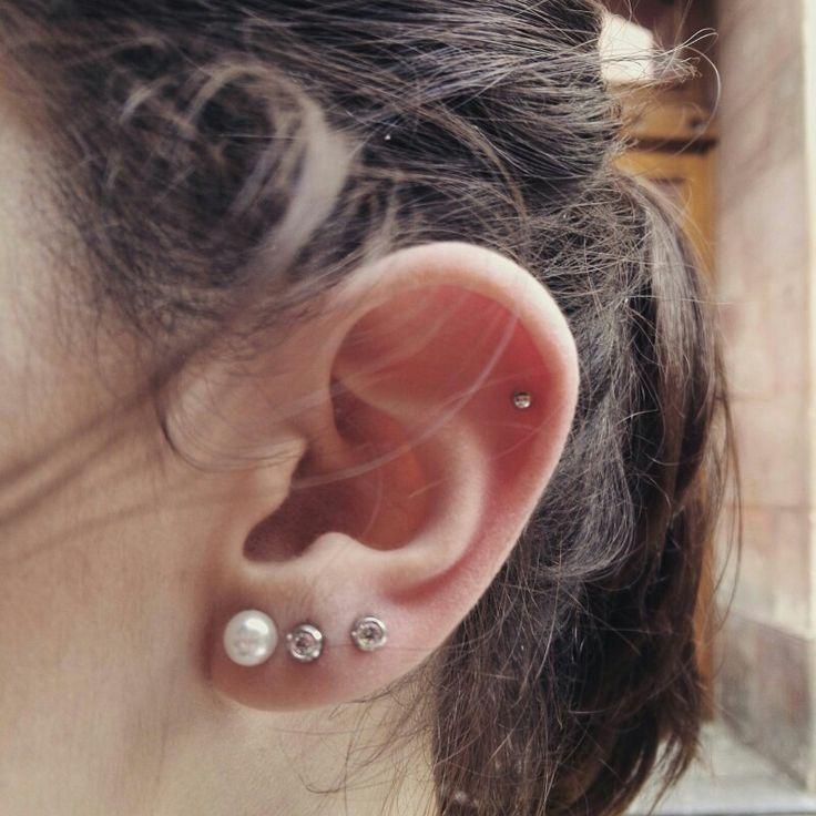 Ear cartilage piercing//piercing de la oreja en el cartílago