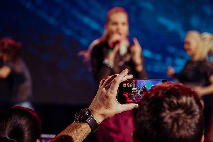 Everybody is photographer now :) At the concert of Dara Rolins #dararolins_vermi . . . . #dararolins #dararolinsfans #dararolins #eventovyfotograf #fotografnakoncert #koncert #concert #magastudiosk #firemnyevent #fotografnaevent #fotografnaeventy #edparty