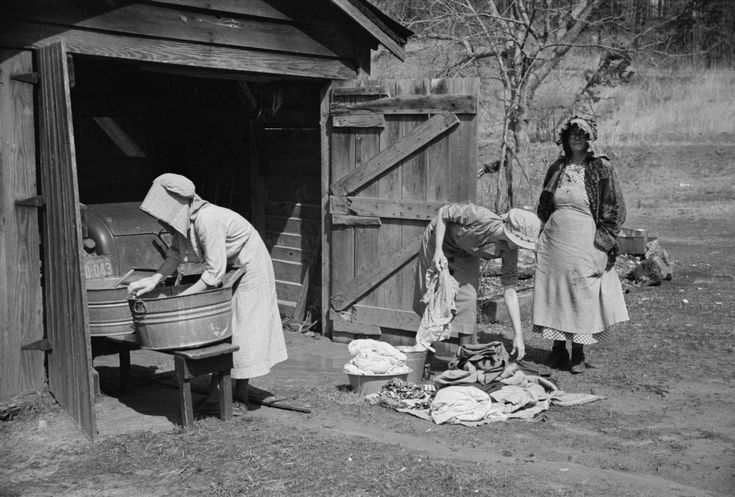 Women Clothes 1800s America | Women washing clothes, Crabtree Recreational Project, near Raleigh ...