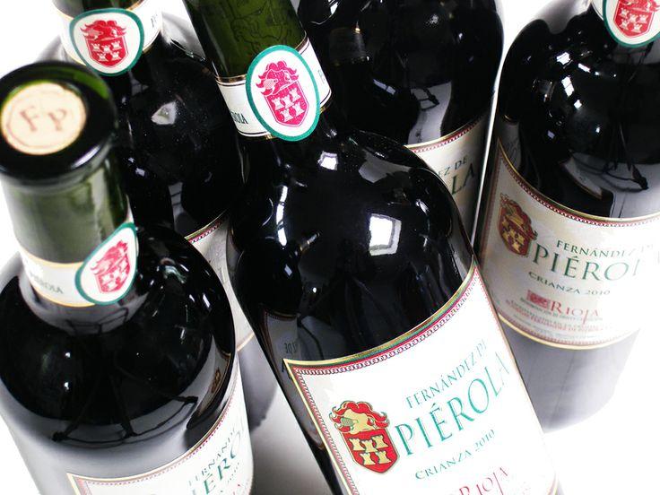 Rioja Crianza Wijnhuis: Fernandez de Pierola  Een kersenrode wijn met intense aroma's van rood fruit zoals moerbei met tonen van cederhout en vanille. Een vlezige fruitige wijn met geroosterd hout en vanille in de lange nasmaak.  Serveersuggestie: Kazen: Vacherin Fribourgeois, Boursault, Cabrales, Caerphilly, Cantal, Comte, Goudse (jong en jong belegen), Goudse (oud, overjarig), Mahon. Kwartel, Lamsbout, Lamskoteletten, Haas, Wildpate, currie, gevulde paprika, Varkensgebraad