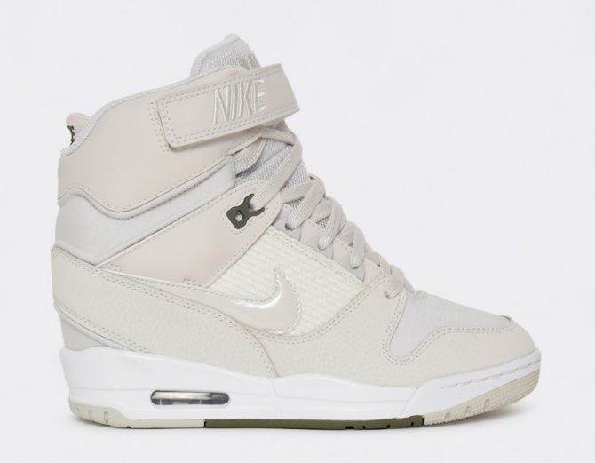This inner heel on the Nike Air Revolution Sky Hi is the perfect option for girls