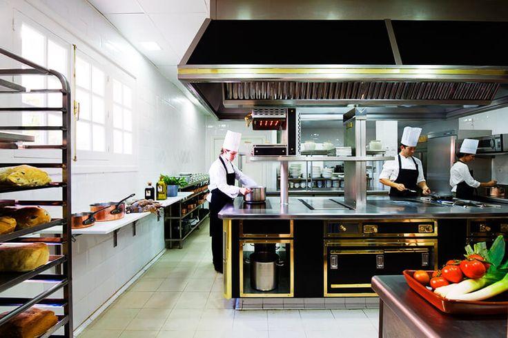 Restaurante Tierra, dirigido por el afamado chef José Carlos Fuentes, con 1 Estrella Michelín y 2 Soles Repsol.