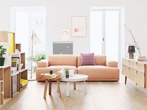 <p/><h2>Wohnzimmer einrichten: Komfortzone</h2><p>Bereits mit wenigen, aber sorgfältig ausgewählten Möbeln können Sie aus Ihrem Wohnzimmer ein Wohlfühlzimmer machen. Auch ein harmonischer Farbmix sorgt dabei für die richtige Atmosphäre. Ein großes Sofa lä