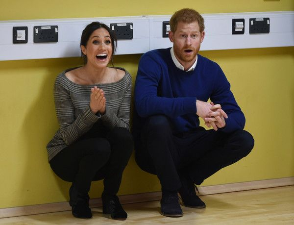 Meghan Markle Photos Photos - Prince Harry and his fiancee Meghan Markle attend a street dance class during their visit to Star Hub on January 18, 2018 in Cardiff, Wales. Prince Harry and Meghan Markle Visit Star Hub