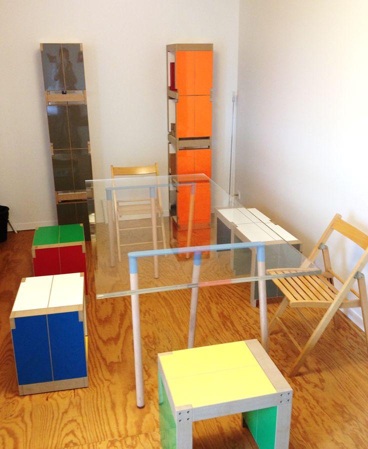 Salle de réunion aménagée avec du #mobilier Fabulem. Tabourets, banc, bibliothèques,... avec des lems vous pouvez tout faire ! MOBILIER personnalisable en FORME et en COULEUR !