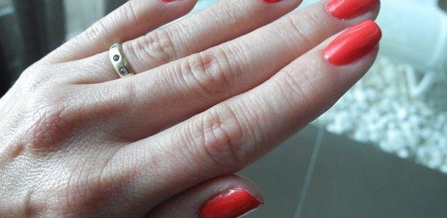 Manicure hybrydowy. Artykuł Akademia Paznokcia, http://akademiapaznokcia.blog.pl/