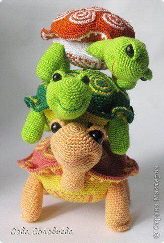 Cutest little turtles -- great nursery décor if you swap out stitched eyes.