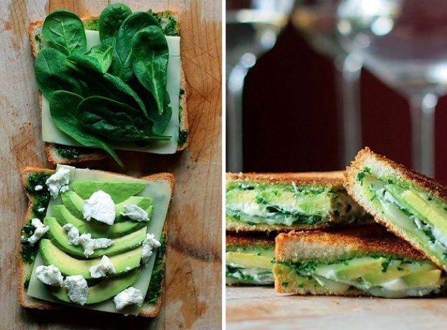 Жареный сэндвич с авокадо, шпинатом и сыром