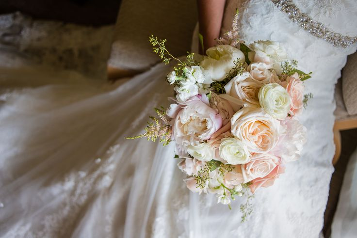 The pale colours in this bouquet fit the bride and her wedding so well.