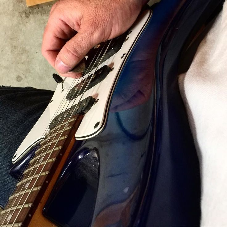#blue #white #g1000 #godin #fixed #guitarpick #dogwood #guitar #electricguitar #plectrum