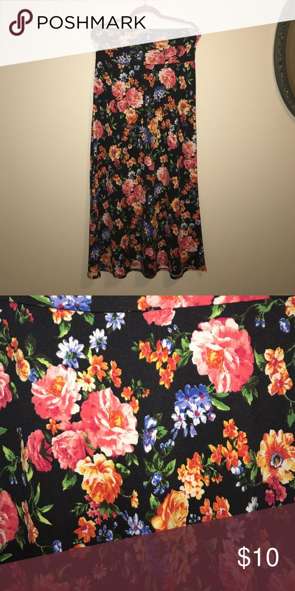 Floral skirt Long floral skirt, thick waist band, lots of stretch Skirts