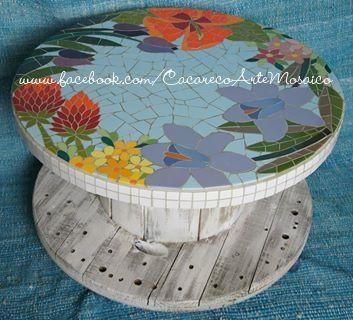 Mosaico de azulejos sobre bobina. www.facebook.com/CacarecoArteMosaico