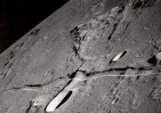 Ruinas sobre la luna..Los 10 misterios inexplicables del espacio exterior.......
