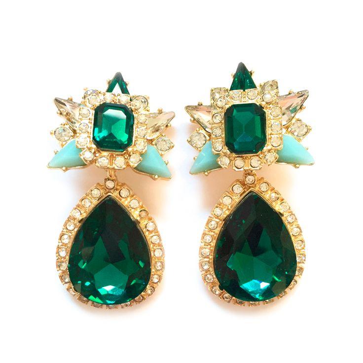 -PENDIENTES ZELDA- Pendientes largos con piedras en color verde esmeralda y verde agua. Metalizados en color dorado, tienen forma de estrella en la parte alta y de gota de agua en la parte baja, con cierre de clip.  Medidas:5,2cm largo x 2,5cm ancho. Precio: 20€ #earring #fadvondaiz #pendienteszelda