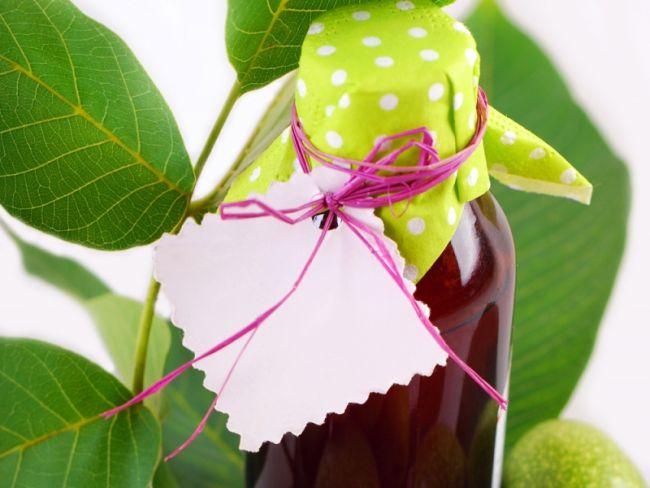 Przepisy na zdrowotne nalewki na trawienie, przeciw biegunce, na przeziębienie, a nawet menopauzę.