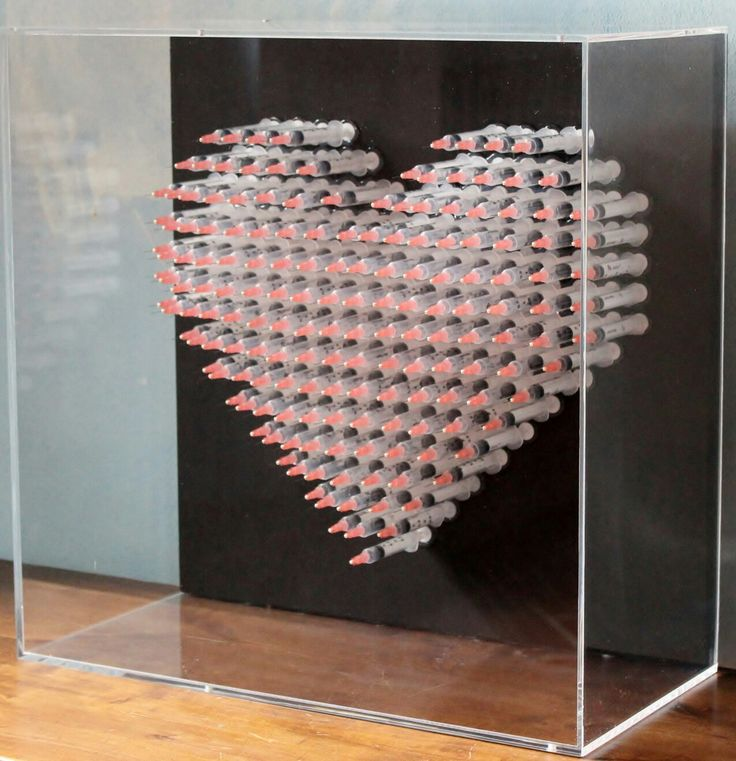Love Is The Drug.Syringes on marine wood. Currently on sale in Gestalt Gallery, Pietrasanta IT. #siringhe #arte #sculture #cuore #amore #loveisthedrug #aghi #medico #popart