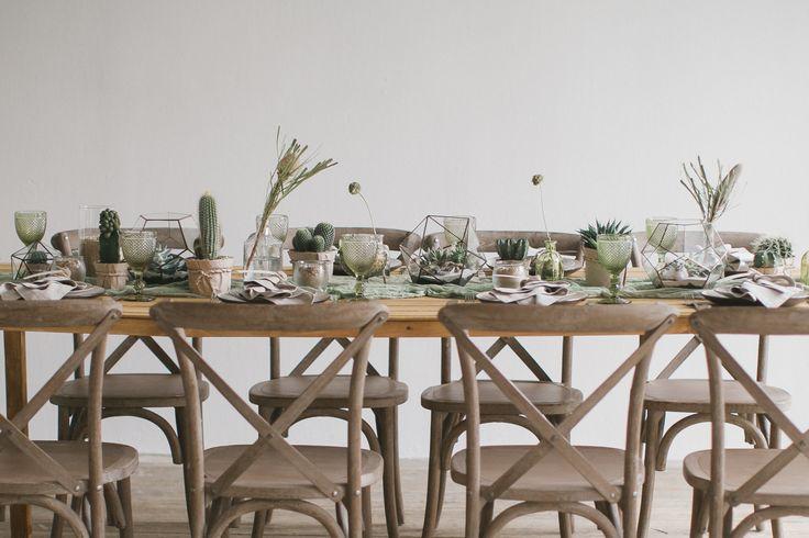 Оформление столов гостей в эко стиле. Необычно, стильно, со вскусом. Свадьба в Эко стиле. В основе концепции  кактусы и песок