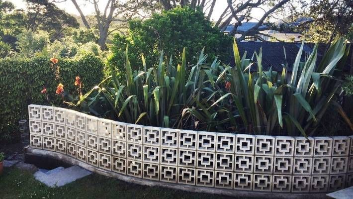 Elaine Millar Has A New Curved Wall Of Breeze Blocks At The Bottom Of Her Auckland Garden Breeze Block Wall Mid Century Landscaping Breeze Blocks