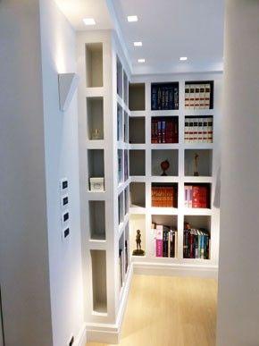 Libreria con nicchie laterali