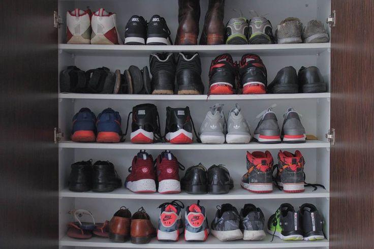 スニーカーの入った靴箱