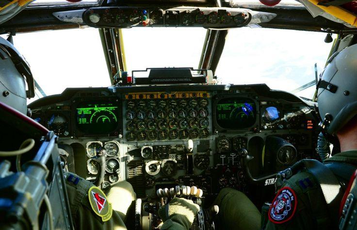 b-52-stratofortress-cockpit-920-22 | Aviation photography ... | {Auto cockpit straße 66}