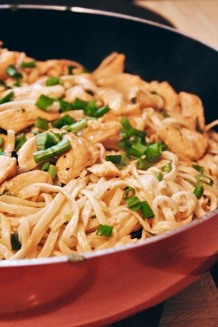 Noodles z kurczakiem, chow mein