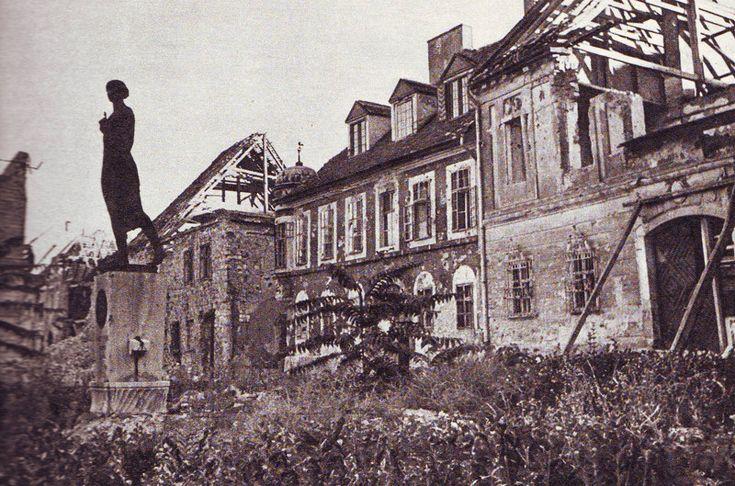 Budapest, Becsi kapu ter after WWII.