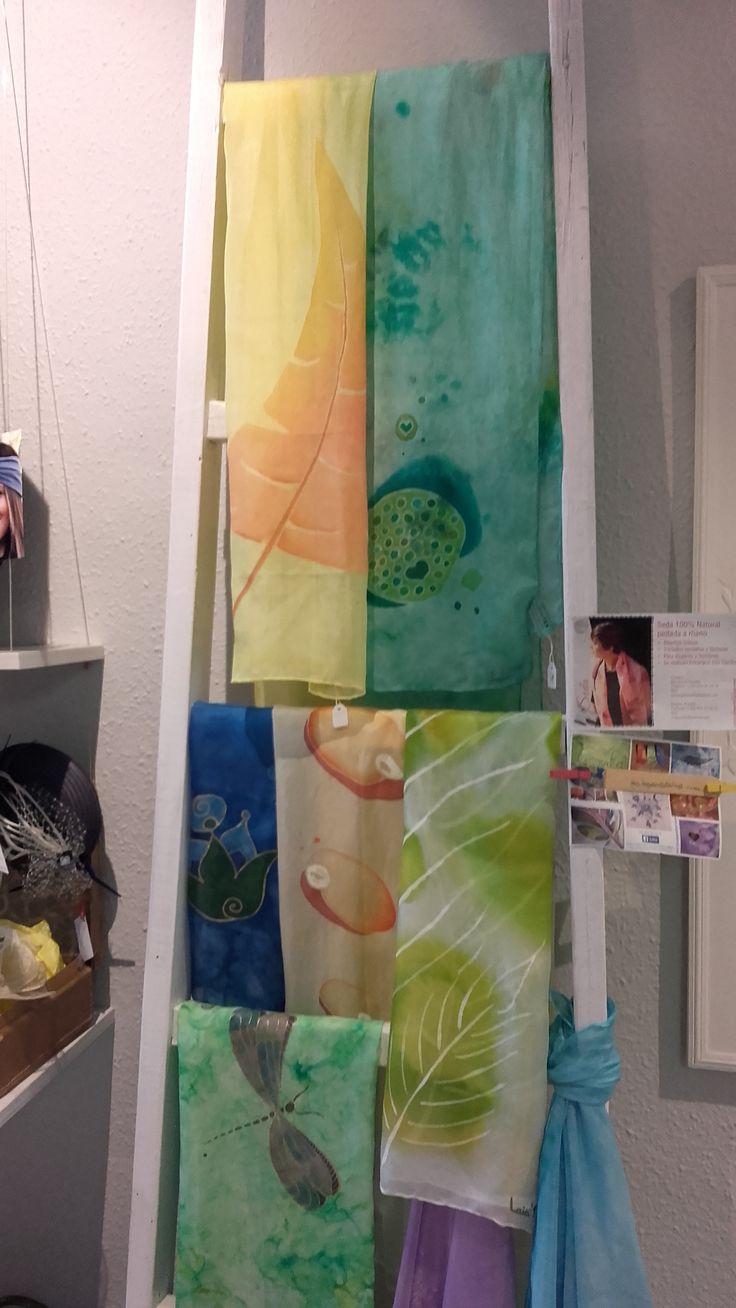 Fular de seda pintat a mà #laiateroljulian #seda #pintadoamano #handmade #original #espaiartesans #vilassardemar