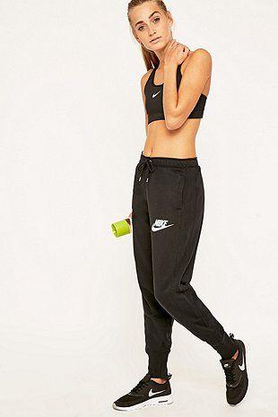 "Nike – Jogginghose ""Rally"" in Schwarz"
