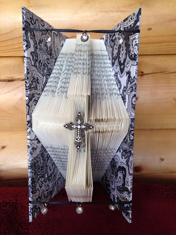 Book folding pattern for Cross outline FREE by BookFoldingForever