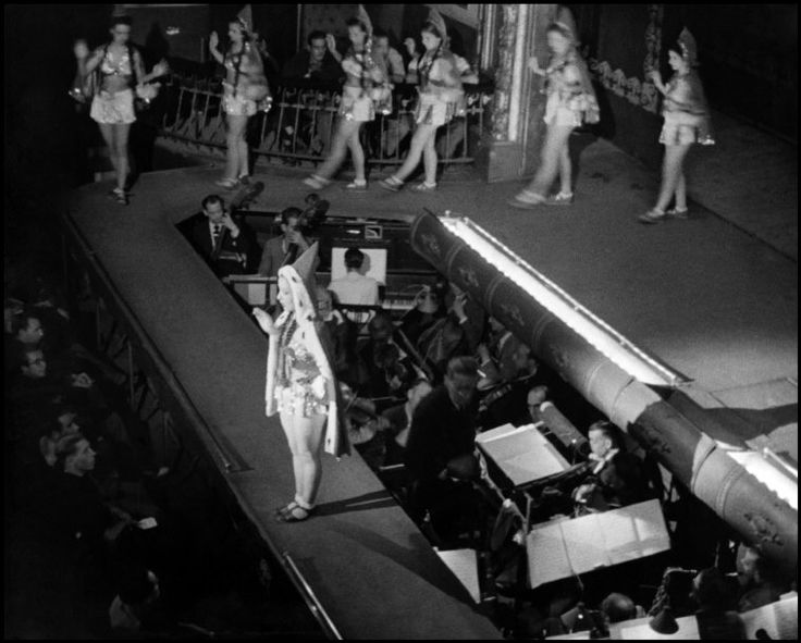 Barcelona 1938 Cabaret Photo:David Seymour