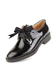 Туфли Lottini  Стиль одежды унисекс очень практичен. Современные девушки ведут очень активный образ жизни поэтому они стараются выбирать для повседневной жизни удобную обувь оставляя туфли на шпильках только для особых случаев и романтических свиданий. Одним из вариантов практичной обуви в стиле унисекс являются туфли оксфорды.Модель выполнена из натурального лака подкладка натуральная кожа. На подъеме рабочая шнуровка что позволяет регулировать полноту модели. Стилисты рекомендуют носить…