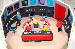 Check out these amazing Star Trek birthday cakes! Wow.    Cake decorating ideas, Star Trek gifts, and ideas for Trekkie (Trekker) birthday parties...