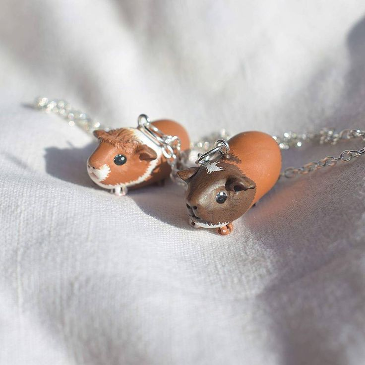 Guinea pig necklace made to order #guineapig #bijouxfantaisie #pet #fashion #bijouxcreateur #mode #bijouxtendance #cute #style #meerschweinchen #bijoux #jewelry #love #jewels #天竺鼠 #handmade #豚鼠 #animal #girl #jewellery #collier #pendant #animal