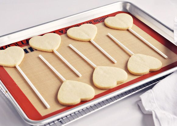 <3 Steps to Making the Perfect Sugar Cookie (and Cookie Pop)