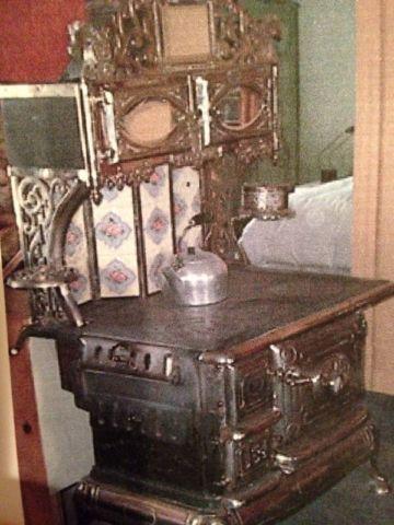 les 25 meilleures id es de la cat gorie po le antique sur pinterest cuisini res antiques. Black Bedroom Furniture Sets. Home Design Ideas