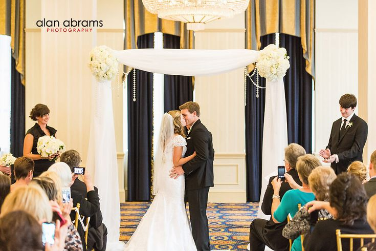 long island wedding photojournalist - Philadelphia Courtyard Marriott Hotel, Robertson's Flowers & Events, Alan Abrams Photography #bouquet #chuppah #ceremony