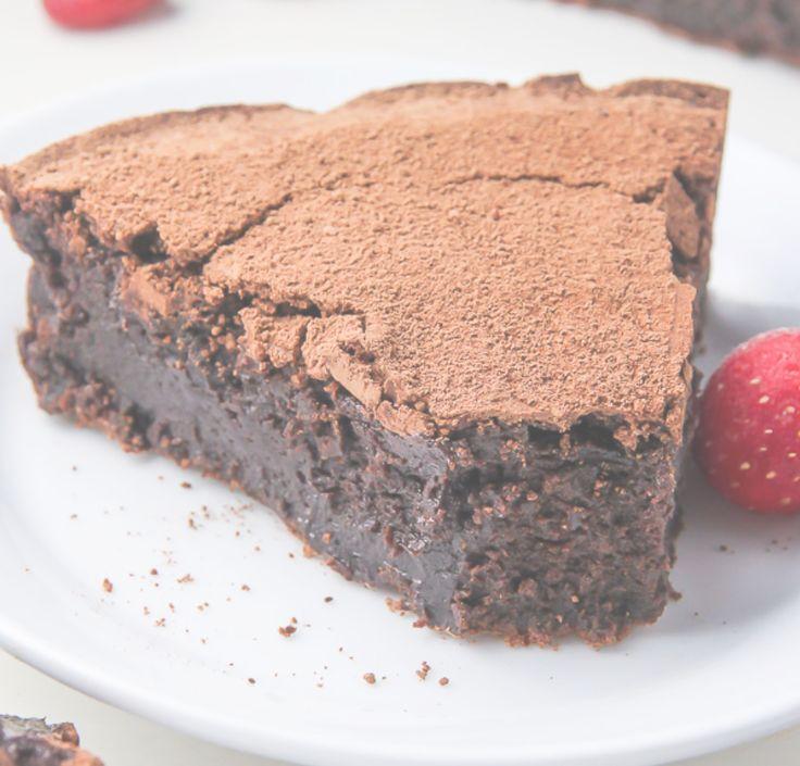 Dagens favoritrecepttips! Hittade den här receptet på en chokladkaka som ser ljuvligt god ut. Den innehåller inget mjöl och smakar som fudge brownies!