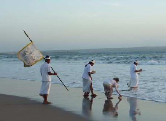 religious-ceremony-at.jpg (550×400)