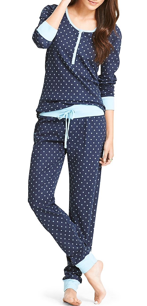 This pajamas can't be prettier! I definitely need one!