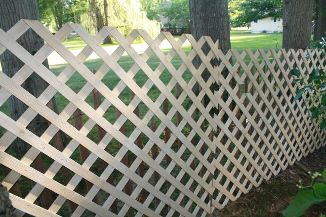 Repurpose Lattice Make A Temporary Fence In Your Yard We