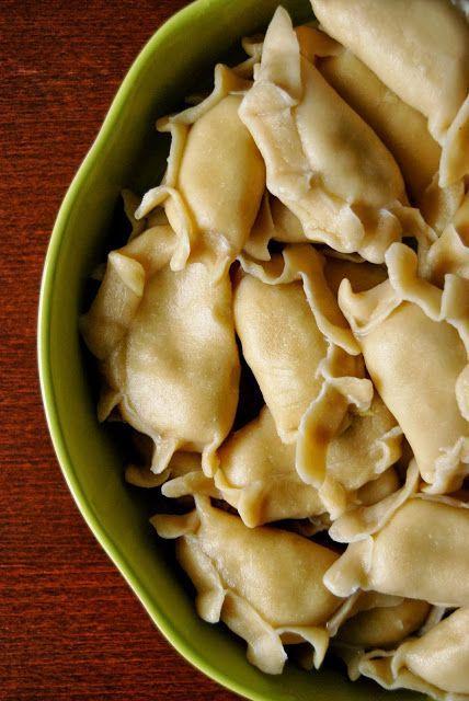 Gospodyni Miejska: Pierogi z ziemniakami, serkiem topionym i cebulą